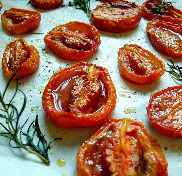 horta em casa: tomates assados com alecrim